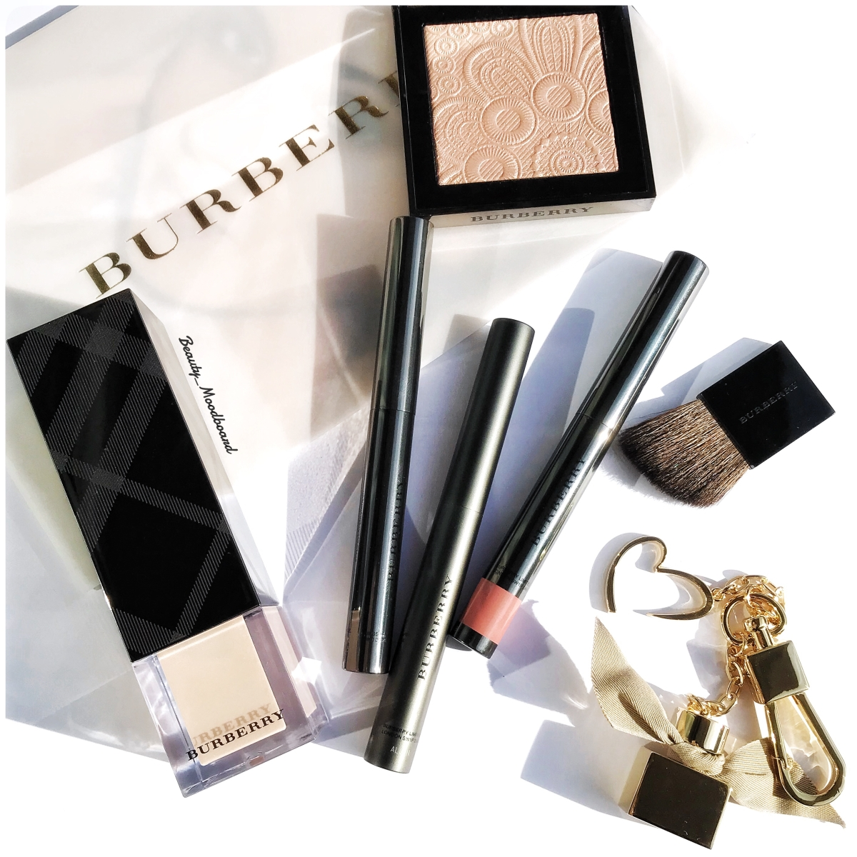 Burberry Beauty Fresh Glow Look : Les essentiels !